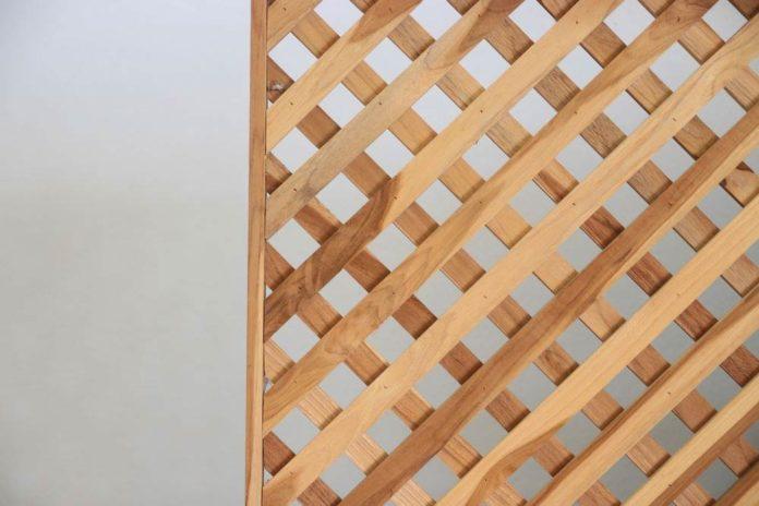 how to cut vinyl lattice