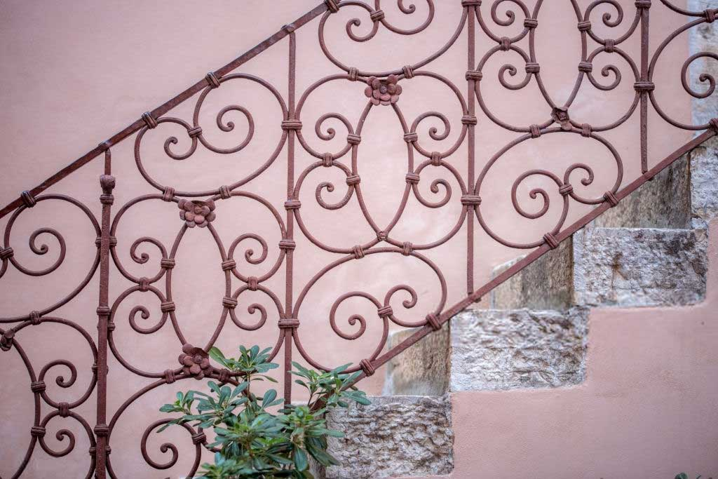 Tricks to restore wrought iron