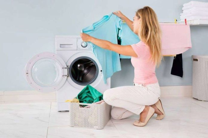 ways to remove dried paint from clothes