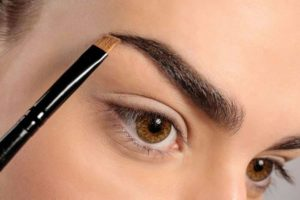 Tips to fill in eyebrows